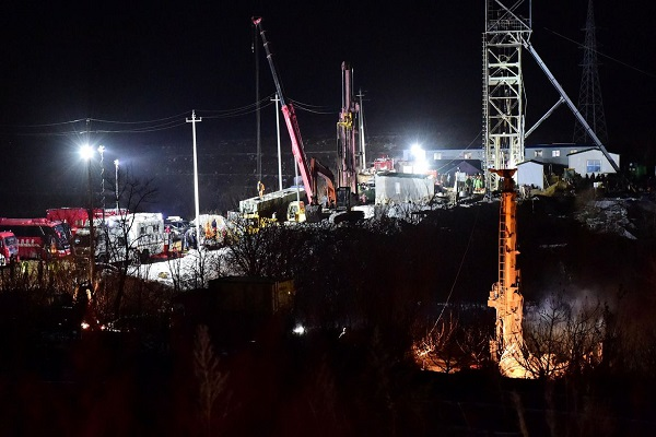 Uma explosão, em 10 de janeiro, deixou 22 trabalhadores retidos em mina na China