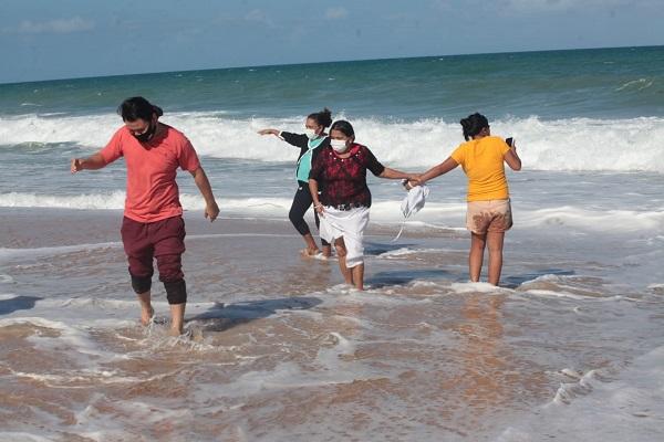 Dia inesquecível: sete pacientes do Amazonas internados no HCN foram curados da covid-19 e viram o mar pela primeira vez na vida