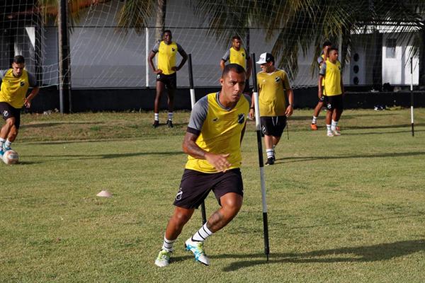 Victor Lindemberg atuou nas divisões de base do Flamengo e do Botafogo e agora chega ao ABC
