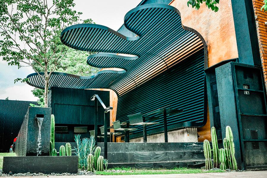 Estúdio Mula Preta, que abriu a primeira loja física há dois meses em São Paulo, fabrica peças que são vendidas em todo Brasil