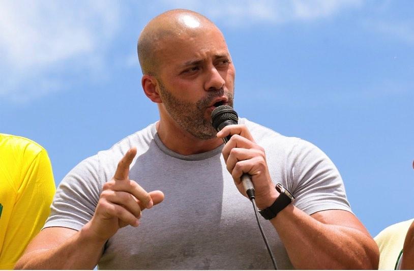 Daniel Silveira foi preso por determinação do Supremo Tribunal Federal e teve a prisão mantida pela Câmara dos Deputados