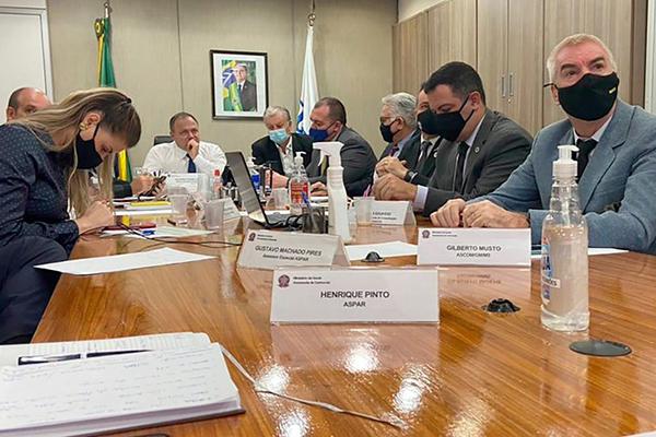 Em reunião com equipe técnica e representantes dos Conselhos Municipais e Estaduais de Saúde, ministro Eduardo Pazuello confirmou compra de mais vacinas