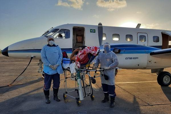 Pacientes foram transferidos em avião na tarde desta segunda-feira