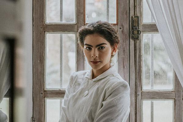 A atriz Isadora Gondim interpreta Dionísia aos 14 anos de idade