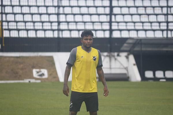Atacante Café teve passagem pela Jacuipense-BA, Vitória e o São Paulo e assinou contrato com o Alvinegro até o final da Série D
