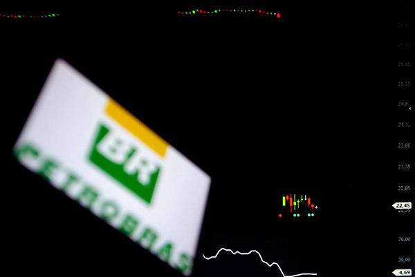 As ações da Petrobras, que já tinham caído quase 8% na sexta, despencaram 20,48% (ON) ontem