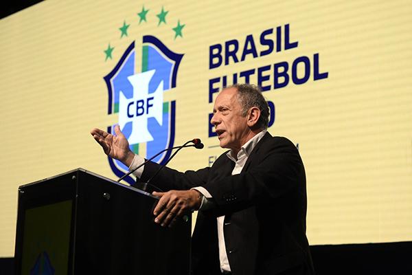 Segundo Walter Feldman, secretário geral da CBF, Não houve nenhum outro calendário no mundo que não tenha sido encurtado