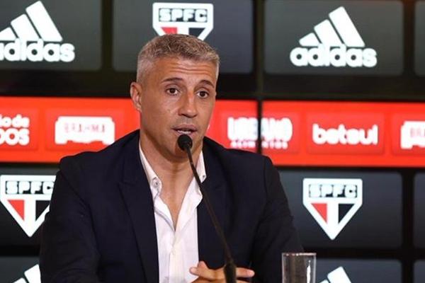 O técnico argentino, Crespo está regularizado