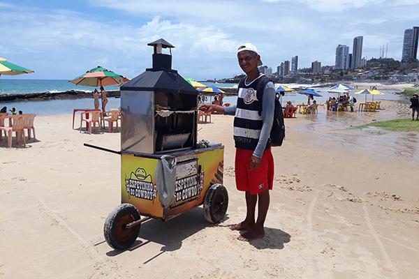 Luís Carlos, vendedor de churrasquinho há 25 anos, diz que vai procurar outra fonte de renda