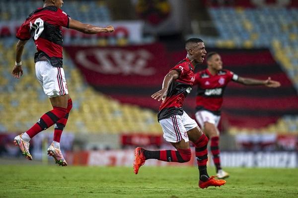 Max foi o autor do único gol do Flamengo na estreia do Campeonato Carioca