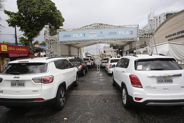 PREFEITURA MANTÉM DRIVE-THURS DE VACINAÇÃO NAS ZONAS LESTE, SUL E NORTE
