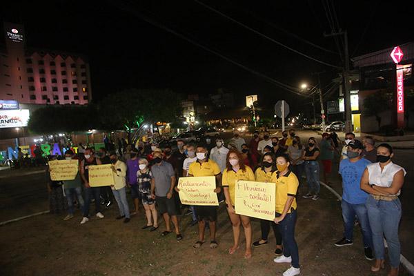 Trabalhadores e empresários do setor de alimentos e bebidas protestaram contra ampliação do toque de recolher no Estado do RN