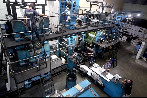 Parque gráfico da Tribuna permite a impressão do jornal diário com mais rapidez e qualidade