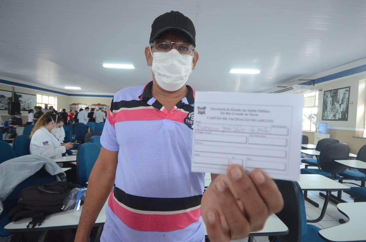 Franklin Melo, de 39 anos, foi o primeiro agente de segurança a ser imunizado no RN