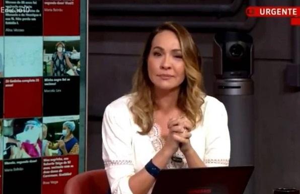Profundamente emocionada, a apresentadora não conseguiu conter as lágrimas