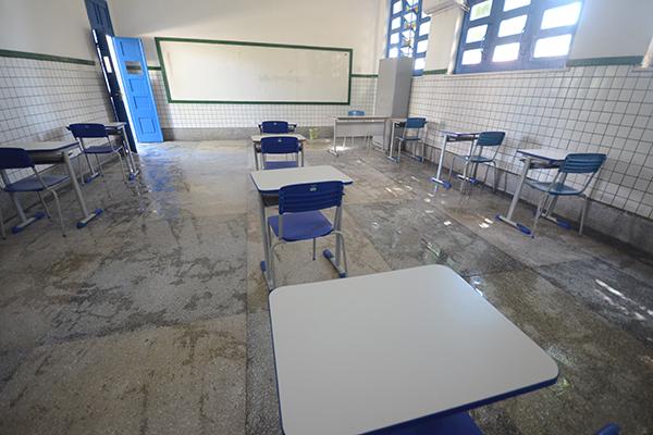 Governo do Estado disse que escolas estão prontas para retomada às aulas
