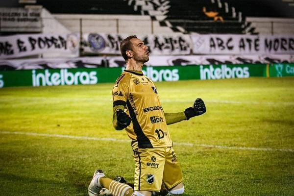 Goleiro foi peça indispensável nas classificações contra Botafogo e Chapecoense