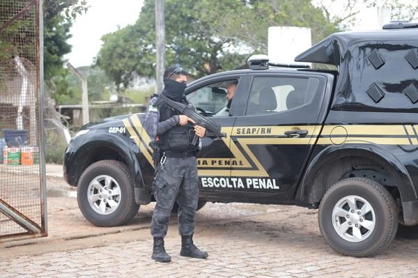 Governo mobilizou as forças de segurança pública para a captura dos fugitivos. Secretaria Penitenciária vai apurar circunstâncias