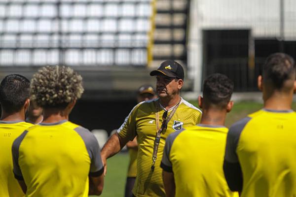 Moacir Júnior alerta que o ABC terá de ser eficiente defensivamente para evitar sofrer uma goleada