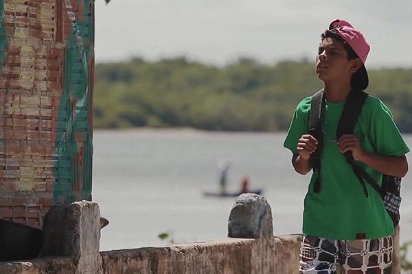 O curta-metragem potiguar é uma ficção com direção de Rodrigo Senaconta a história de Wesley, 12 anos, que na ida para o colégio acaba se envolvendo em uma trama perigosa e lucrativa