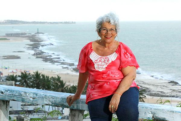"""Desde 2019 Terezinha voltou a cantar. Aos 70 anos, ela lançou o videoclipe da música """"Amor ou solidão"""" no Youtube e Instagram"""