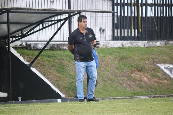 Moacir Júnior vai decidir se escala uma equipe alternativa na Copa do Brasil para poupar o ABC