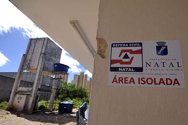Escolas da capital têm problemas estruturais. Caixa d´água da Escola Professor Zuza, em Nazaré, foi interditada pela Defesa Civil