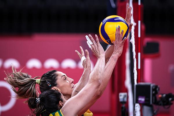 Diante do Comitê Olímpico Russo, o Brasil começou perdendo o primeiro set, mas depois virou a partida e acabou vencendo por 3 a 1