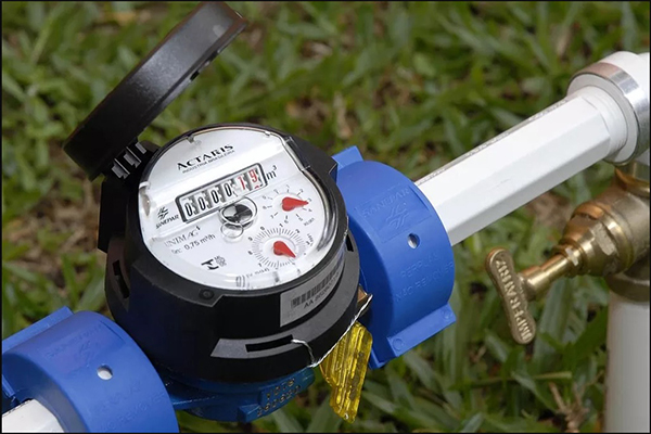 Primeira questão trata da validade de lei que obriga a instalação de hidrômetros em edifícios