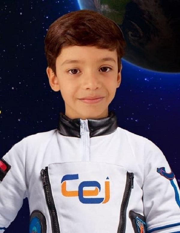 1-MATEMÁTICOFilho dos orgulhosos papys Andrew Gosson e Daniela Abreu, Marcelo Abreu Gosson, aluno do 3º Ano do CEI (Romualdo), conquistou a medalha de ouro na Olimpíada Brasileira de Astronomia e Astronáutica - OBA.