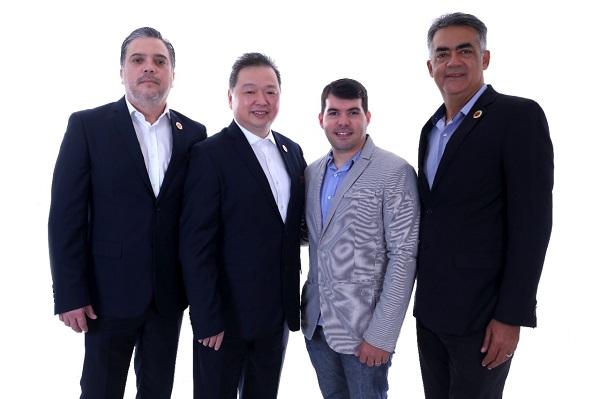3-PRODUÇÃO DE FRUTA Ulisses Vega e Fábio Hu, da CCDIBC; Rafael Daher e Rafael Martins, R2MD - empresa representante da Câmara no Nordeste - em visita a Mossoró