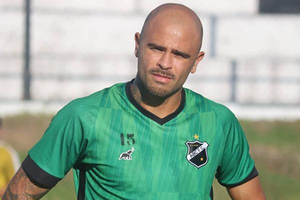 Allan Dias saiu machucado na classificação para as oitavas e ainda se recupera de lesão