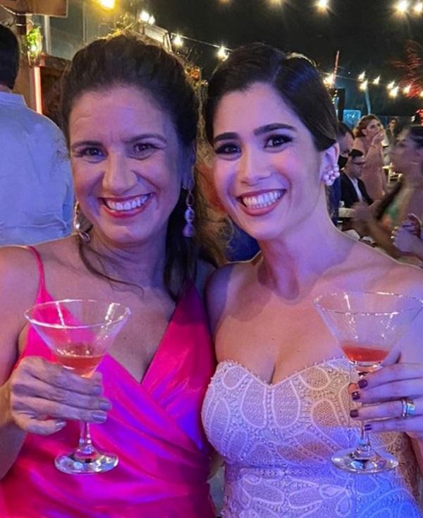2- Nathalia Matos e Andrea Azevedo no casamento animado de Cecília Brito e Carlos Fábio, no Beach Club da cervejaria Oktos. Um dos agitos do feriadão