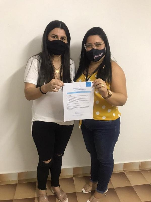 4- A prefeita de João Dias, Damaria Oliveira, está em ritmo intenso de atividades e assinou a adesão do município ao Selo Unicef. Na foto, a gestora ao lado da secretária Rafaelle Maia.