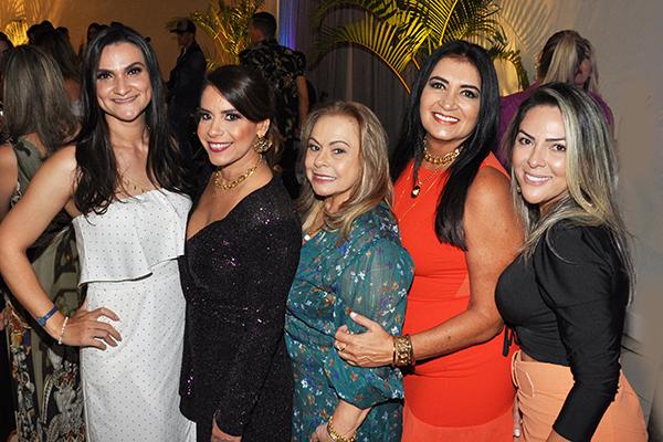 Turma bacana nos embalos dos 4.1 deste colunista, as amigas Simone Torres, Andrea Dias, Noya Dias, Socorro Medeiros e Mônica Santos.