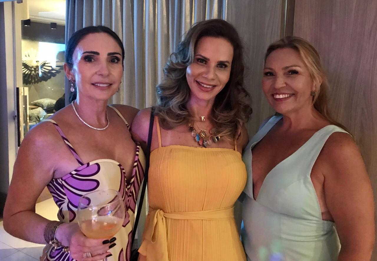 Na sessão parabéns para Luciana Ribeiro, a presença das amigas/vizinhas Roberta Crivelari, Ana Karina Borges e Ana Cristina Rinkevicius.