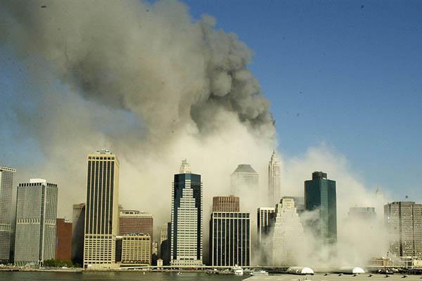 Torres Gêmeas foram atacadas pelos terroristas suicidas que também colidiram com o Pentágono, sede do Departamento de Defesa