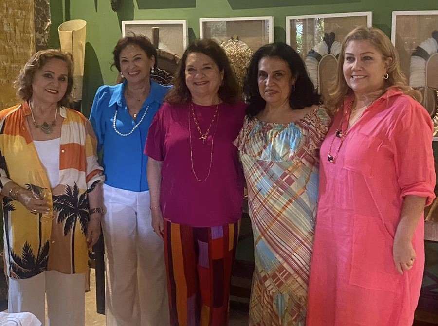 A empresária mineira de alma potiguar, Rosalba Cordeiro, comemorou seu aniversário acompanhada das amigas Rairene Passos, Enilda Xinoca, Ione Salem e Isabela Barbalho, no último domingo.
