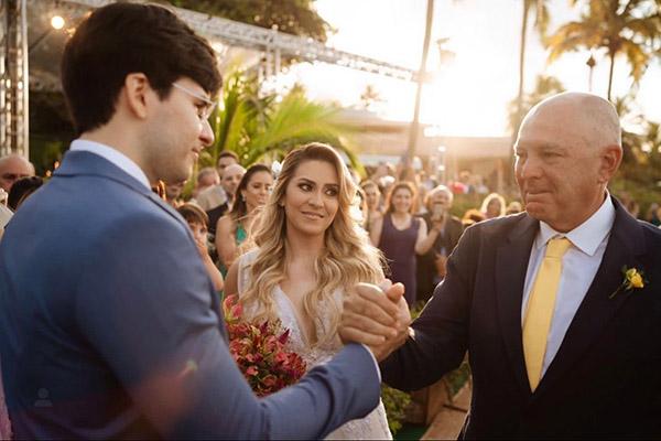 """1- Foi bonito de ver o choro cheio de amor de Rogério Nunes ao entregar a filha Vivi a Victor. """"Casar bem uma filha é um dos momentos mais maravilhosos e emocionantes que já vivi"""", disse Nunes."""