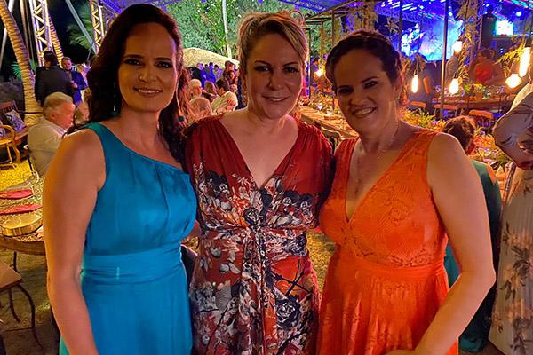 4- As irmãs Yvete , Eloisa Guerreiro e a amiga Elinor Alecrim no casamento de #Vivito