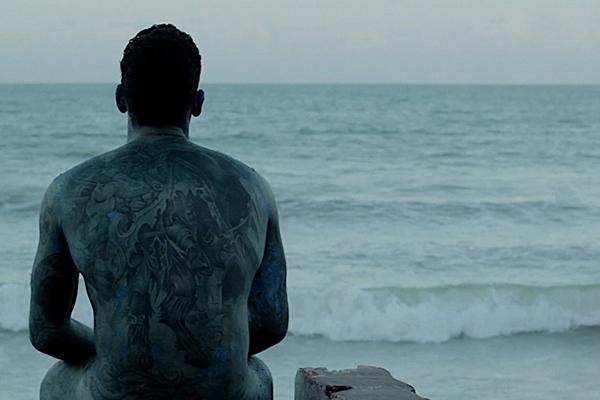 As imagens são 2013, quando parte do calçadão da praia de Ponta Negra foi destruído pelo mar