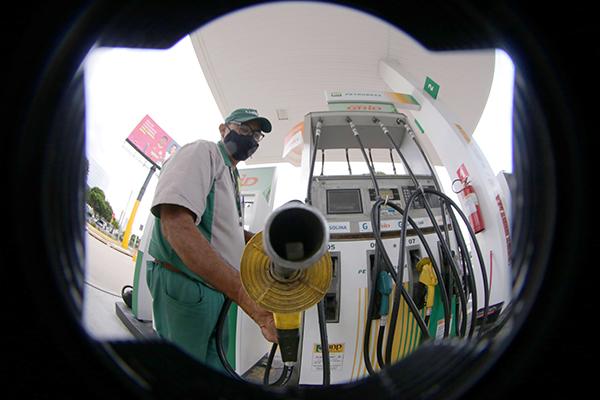 Pesquisa da ANP mostra que o preço médio para a gasolina no RN (R$ 6,625) é o maior do País
