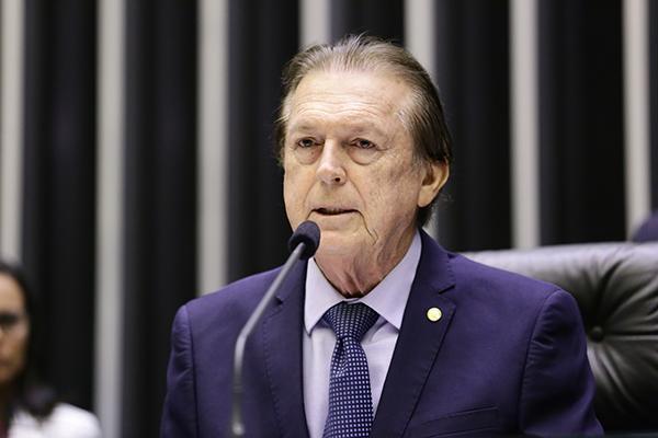 Luciano Bivar, presidente do PSL, mantém o diálogo com o DEM