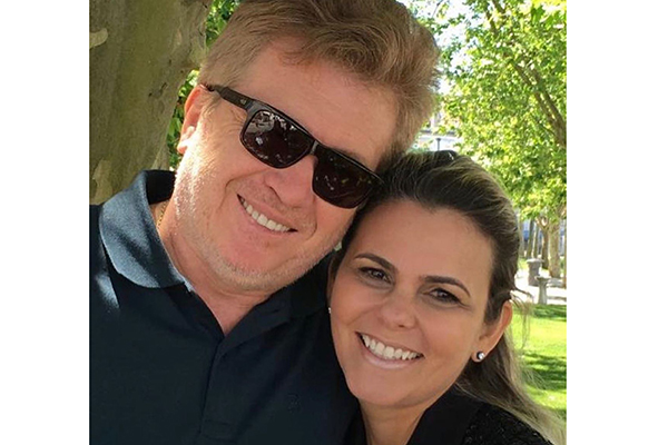 3-Coração- O cardio Ricardo Bittencout e Renata Telles comemorando nove anos de companheirismo. Os amigos vibram com a união do casal.