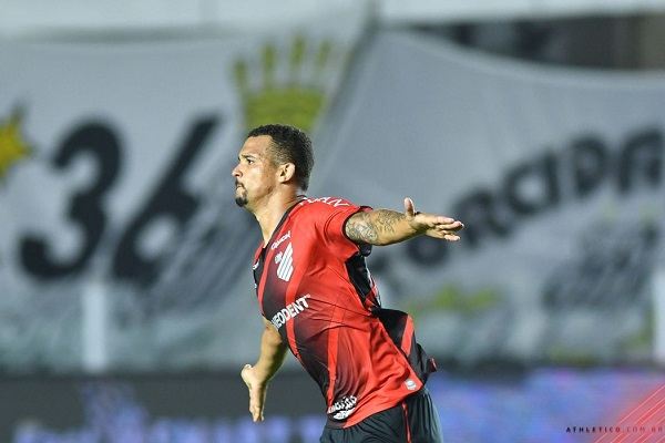 Vaga do Furacão veio com vitória sobre o Santos na Vila Belmiro