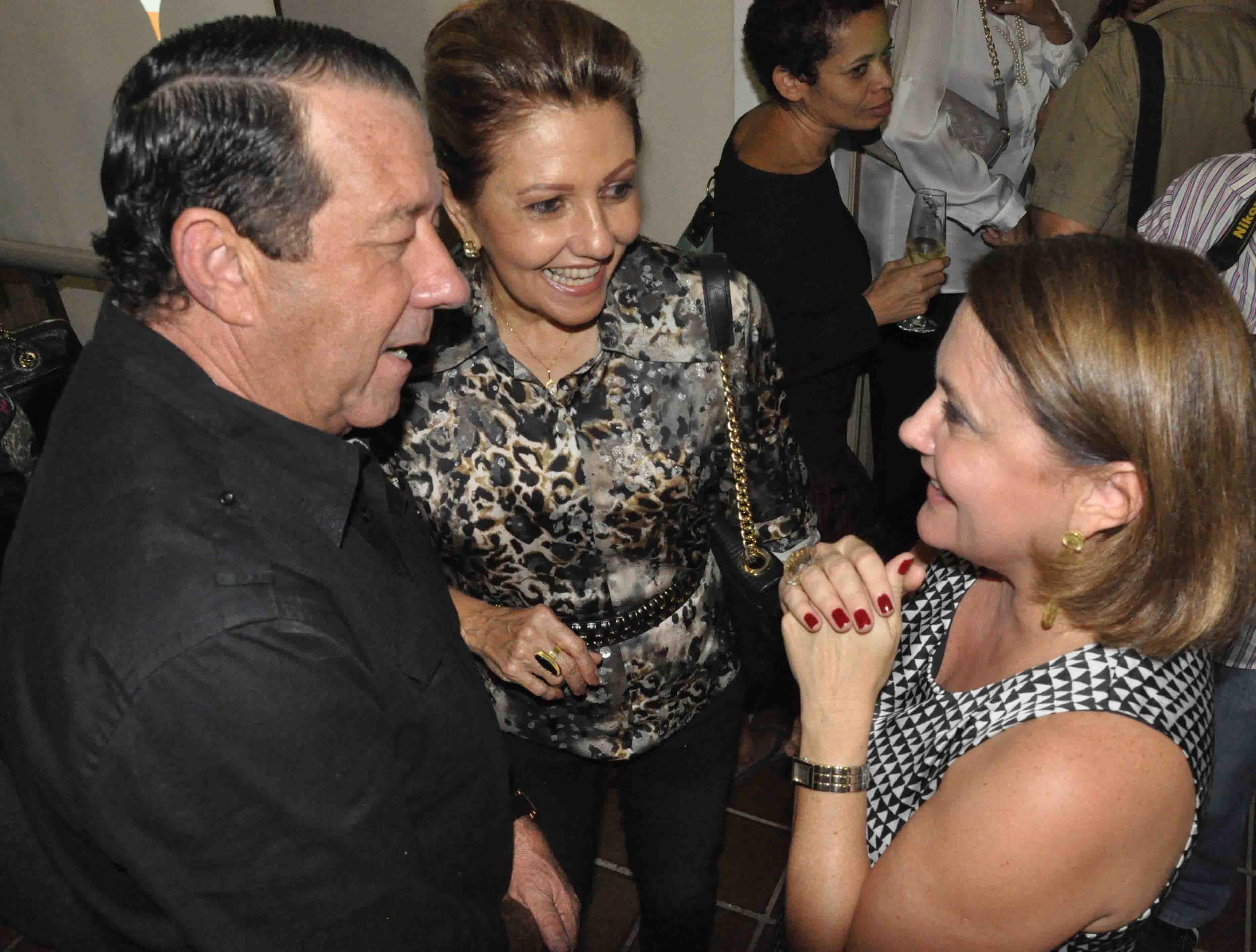 #TBT de uma noite especial nos salões do Solar Bela Vista, com a presença do casal Versailles Ronaldo Melo/Marília batendo papo com a abelhinha Eliana Lima.