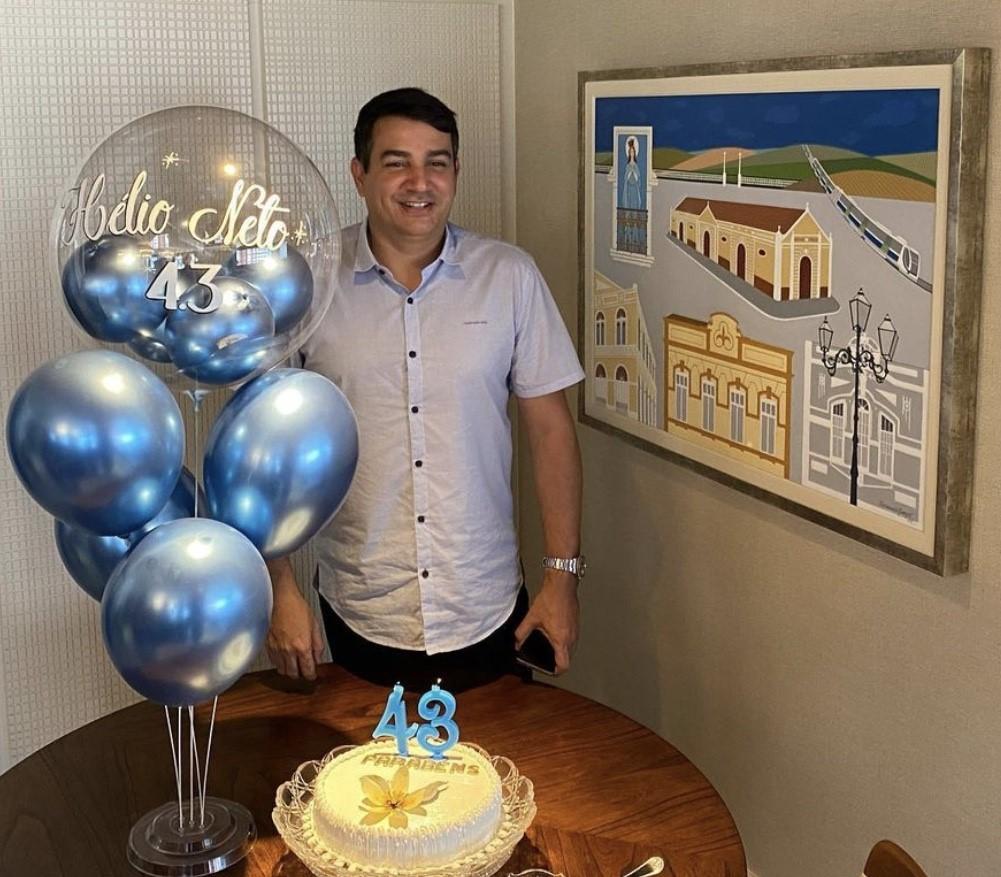 Aniversariante do dia, o amigo Hélio Neto receberá uma chuva de parabéns da família e legião de amigos.