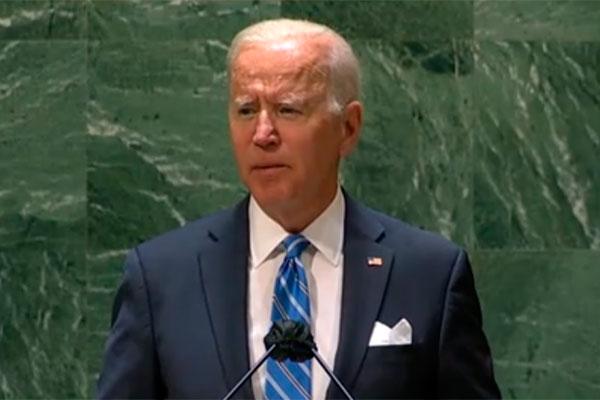 Biden tenta afastar as críticas ao plano de vacinação de reforço