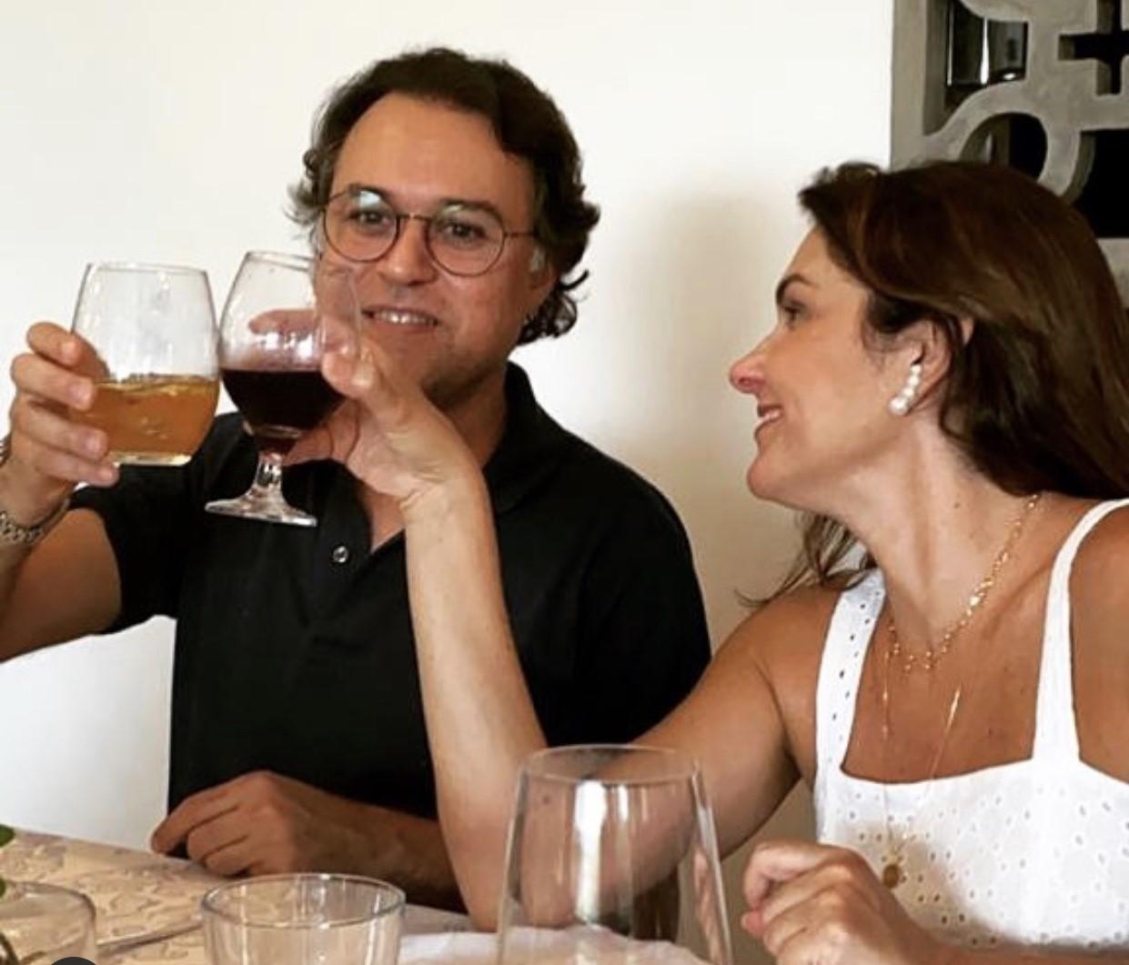 Vivas duplos para o engenheiro Fabiano Ramalho Mousinho, pelo seu aniversário hoje e noivado com a empresária Heloísa Cirne. Em breve vem casamento!