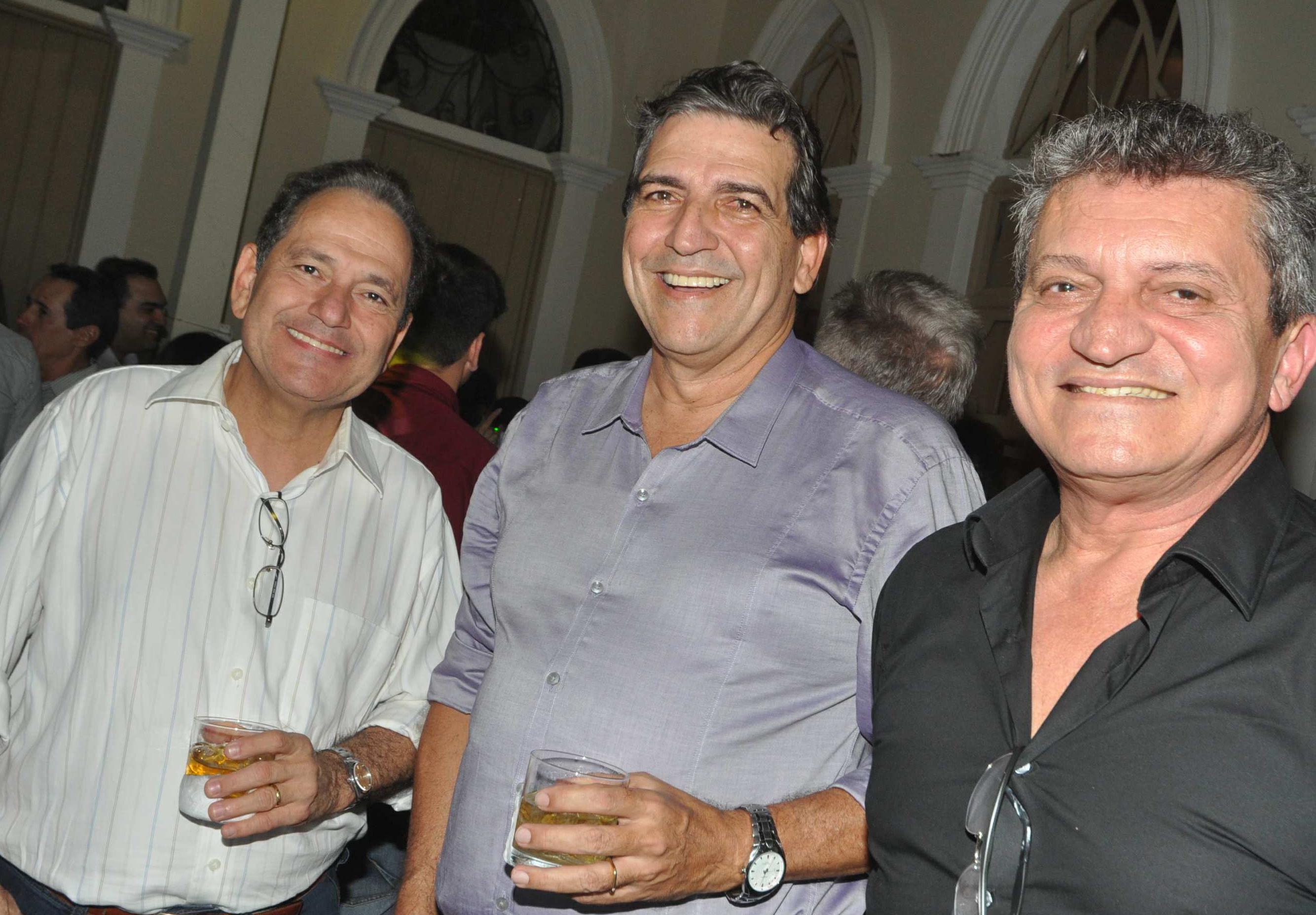 #TBT de uma noite de festa nos salões do JET natalense, com o trio de amigos Nelson Freire, Pedro Cavalcanti e Adomiro Cordeiro.